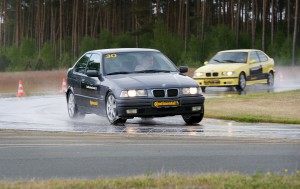 4_Wet_handling_old_BMW3_on_CPC_5